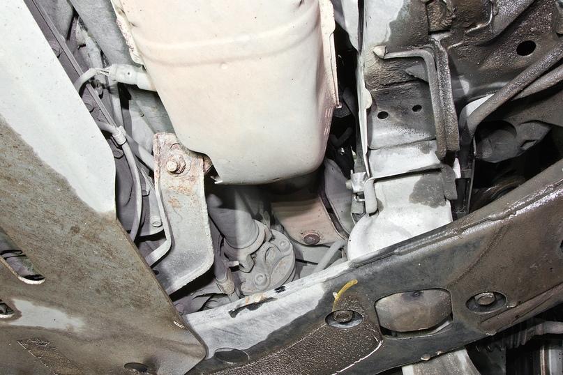 У переднего карданного вала следите за состоянием официально несъемной передней крестовины