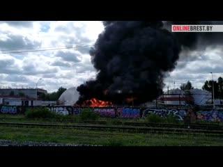 Вот что горит сейчас в Бресте. Появилось видео.
