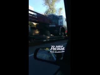 ДТП на Менжинского, 2Л автомобиль улетел на обочину и врезался в забор -  - Это Ростов-на-Дону!