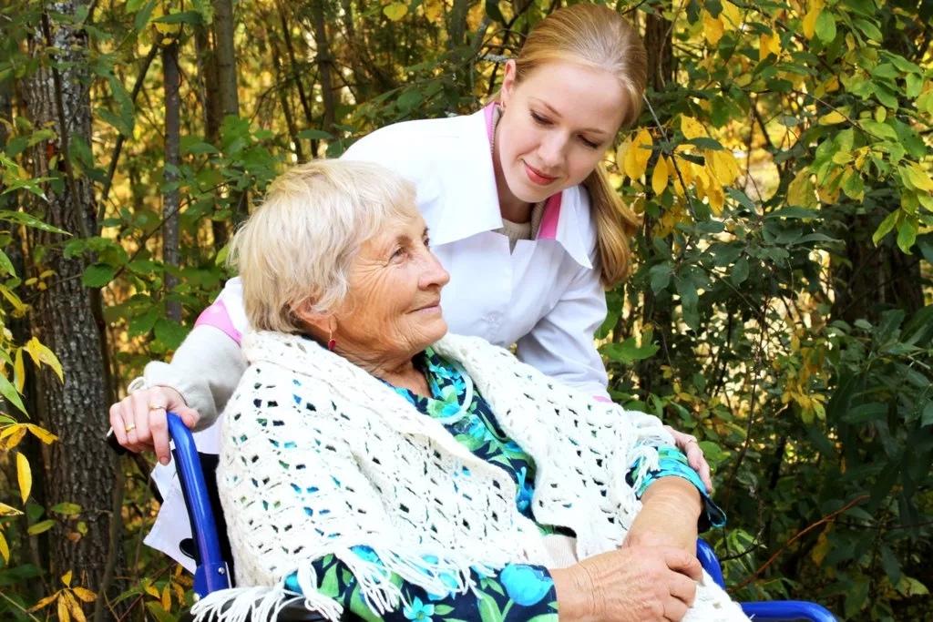 Какие существуют виды ухода за престарелыми?