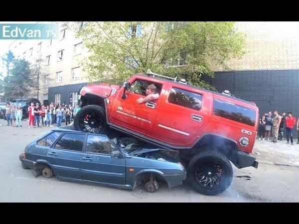 HUMMER и УАЗ давят, переезжают авто. Перетягивание Range vs Chevrolet Suburban vs Hummer. Тюнинг шоу