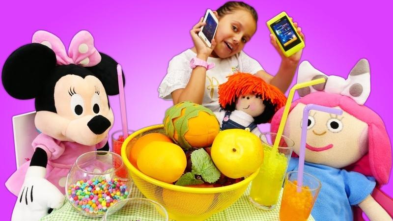 Minnie Mouse, Smarta ve Maşa parti yaparken ailelerine haber vermiyorlar