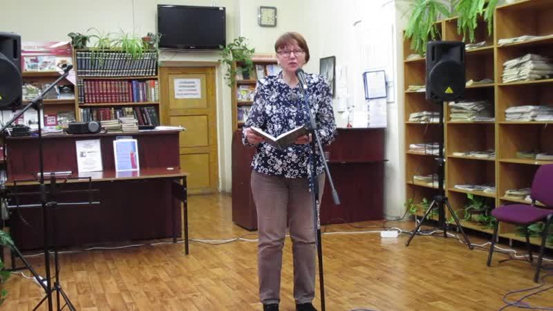 Анна Ефанова читает свои стихи.