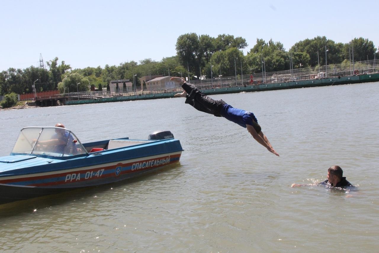 За 10 лет специалисты областных спасательных служб оказали помощь на воде более 2 тысячам дончан
