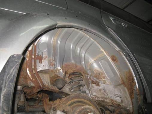 Подкрылки и пластиковые накладки скрывали коррозию