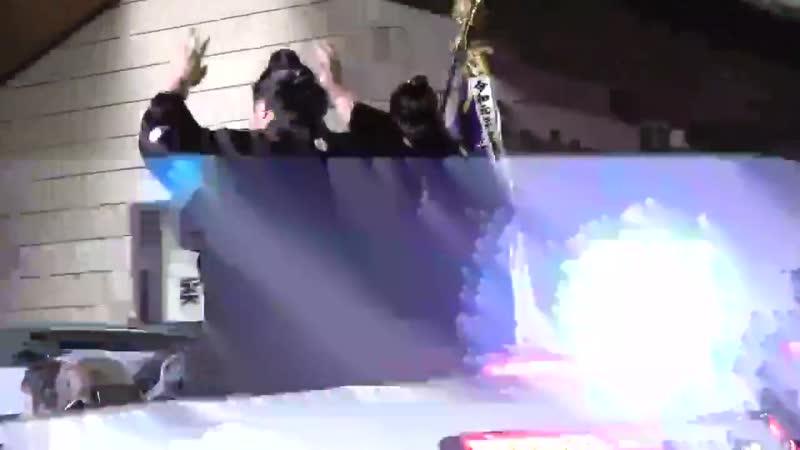 千秋楽の様子 - 優勝パレードに出発する御嶽海と旗手の - 15日間沢山のご声援ありがとうございました - 大相撲九州場所チケット -