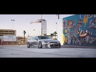 Nissan GTR в серебре.