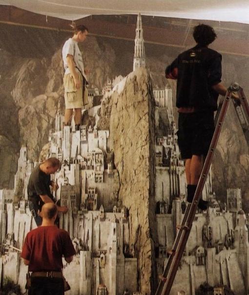 Процесс создания миниатюр для мультипликации и кино Масштабные сцены в известных фильмах нередко заставляют нас затаить дыхание во время просмотра. Зачастую нам даже не приходит в голову, что