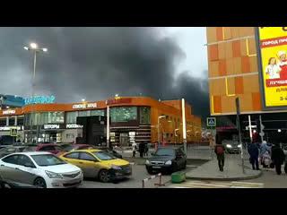 В Чертаново на складе тканей произошел крупный пожар
