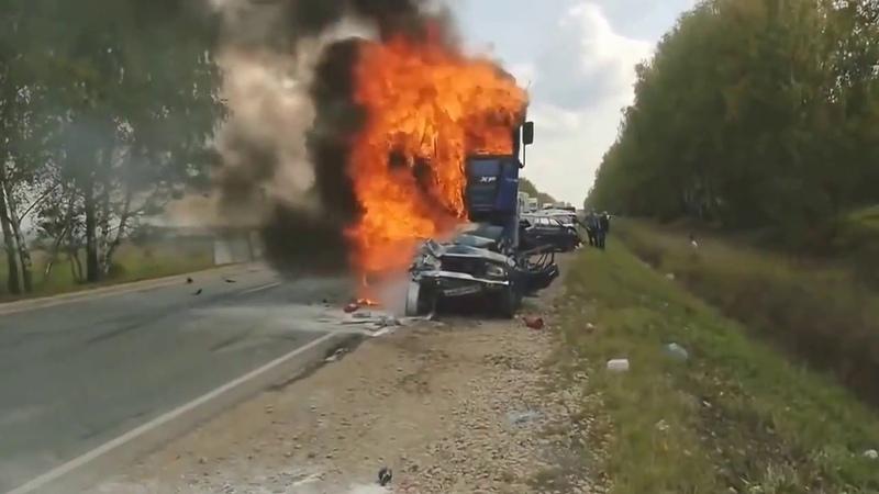 Жесть! Слабонервным не смотреть! Авария ДТП пожар заживо сгорел.