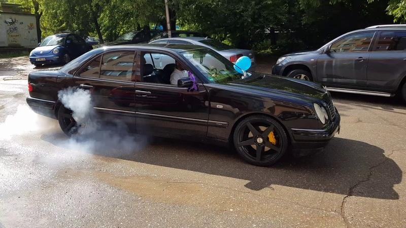 Mercedes w210 E430 19 wheels burnout