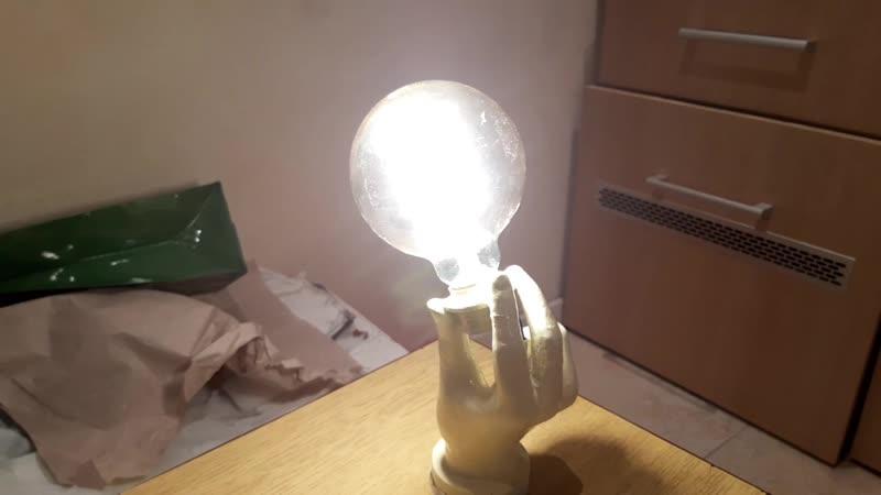светильник из кисти и лампы гауса