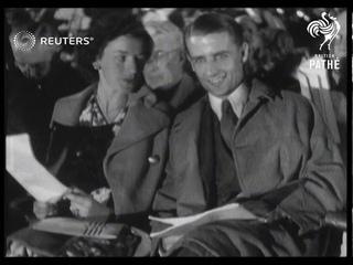 USA / TENNIS: 'Bunny' Austin at big Moral Rearmament meeting (1939)