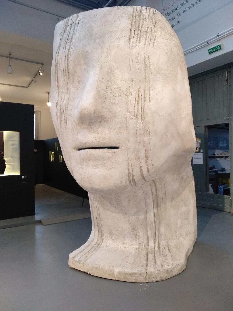 Выставка художественных работ в мастерской Аникушина в наше время