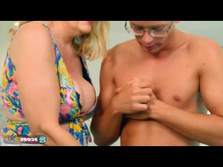 Старая мама трахнула очкарика, granny old mom milf mature sex porn boy toy ass tit boob HD cum (Инцест со зрелыми мамочками 18+)