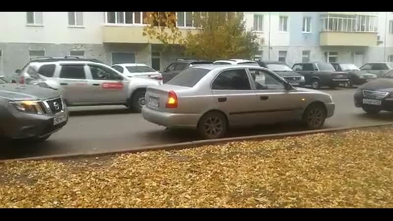 ДТП Стерлитамак Коммунистическая 24, напротив травмпункта. Ниссан Тирано и Хёндай Акцент
