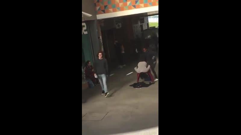 Uma briga na rua um pouco diferente 65458