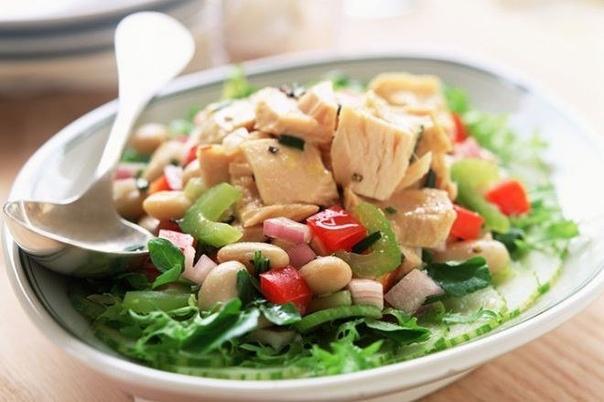 6 идей салатиков с тунцом: можно даже на ночь! Сохрани себе пригодится! 1. Тунец в собственном соку , помидор , листья салата , маслины , сыр , кунжут , оливковое масло , горчица 2. Тунец в