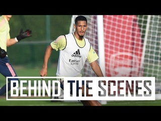 CRISP PASSING & A PARAGLIDER?!   Behind the scenes at Arsenal training centre