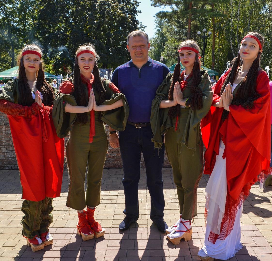 Алексей Кулемзин посетил фестиваль национальных кухонь
