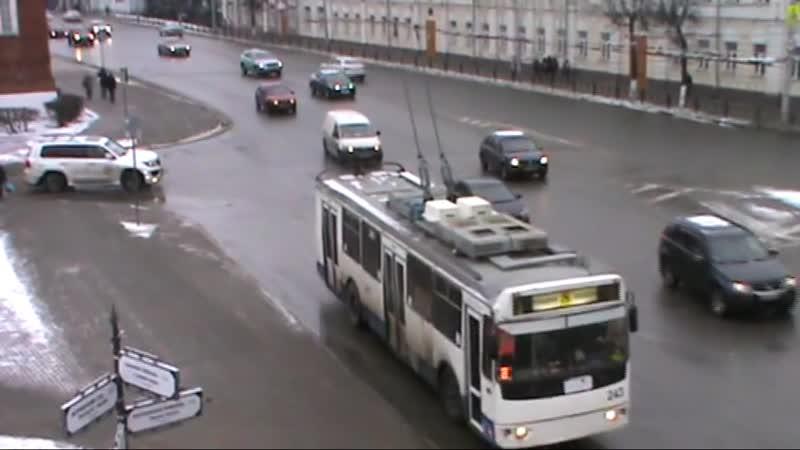 Троллейбус № 243 ЗиУ 682Г 016 02 маршрут 8 Троллейбус проезжает через Золотые ворота