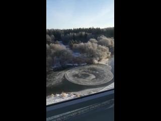 Ледяной диск на реке в Кировской области -