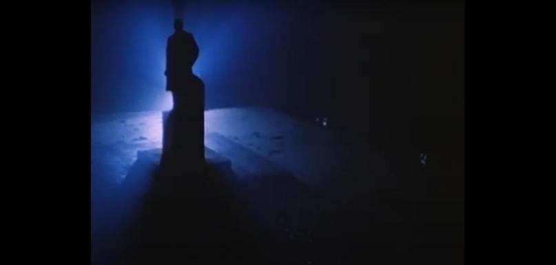 Памятник Ленину в фильме «Торможение в небесах»