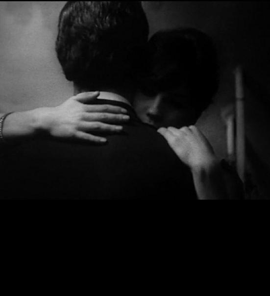 Цените тех, с кем маска ни к чему, Кому открыться можно нараспашкуКто говорит «Всегда тебя приму»,И принимает сердцем, не внатяжкуЦените тех, чьи руки теплотойСогреют вас, когда на сердце