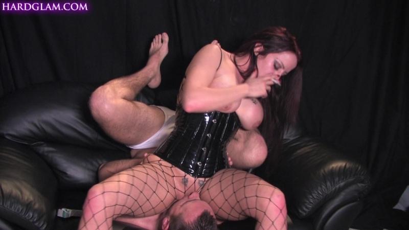 Sasha Rose loves to sit on her mans face