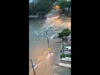 Сильный ливневый паводок в городе Барранкилья, Колумбия. ()