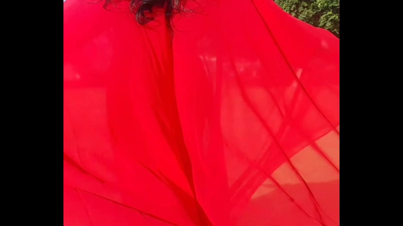 Красная абая из Дубая