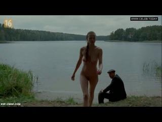 ENF, CMNF, застукали голой, отрывок из польского фильма – одетый мужчина застукал девушку за купанием голой