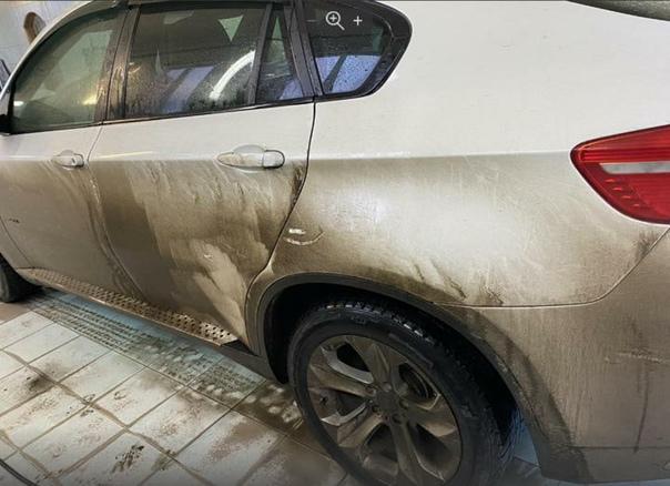 Водители жаловались, что после поездки поМ-10 немогут отмыть машины. Вот что рассказали дорожники