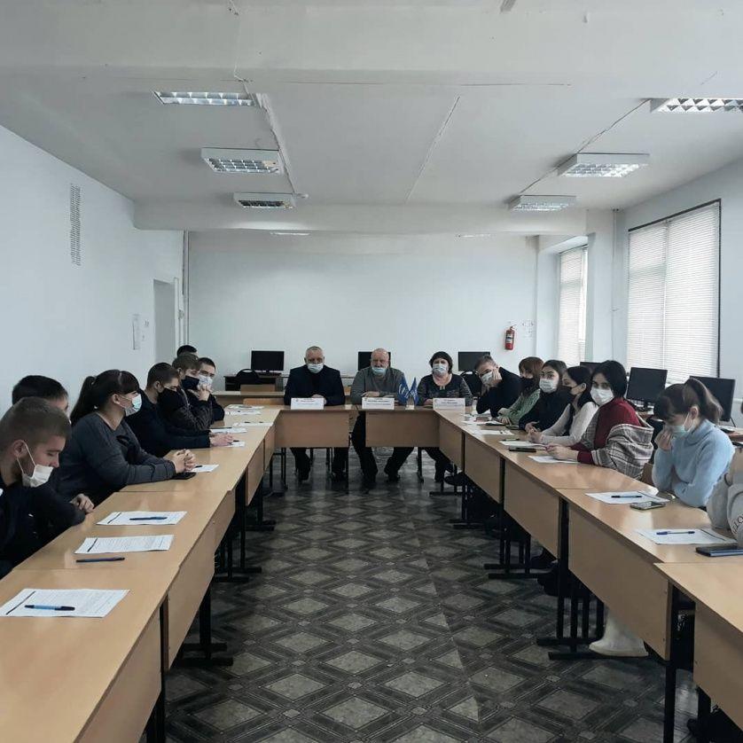 Представители депутатского корпуса провели урок парламентаризма для петровских студентов