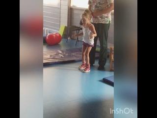 Video von Помочь Даше научиться ходить! - группа поддержки