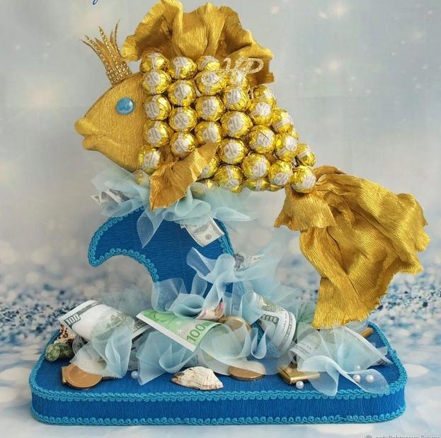 Как сделать конфетный подарок к Новому году своими руками, конфетная новогодняя комрпозиция,