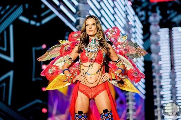 """Конец эпохи """"ангелов"""": Victoria's Secret отказалась от сотрудничества с супермоделями"""