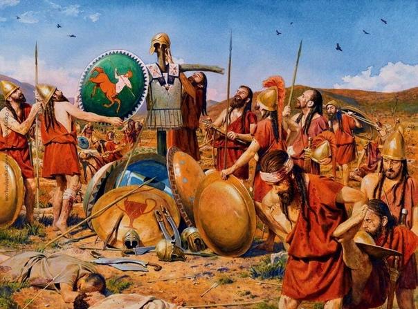 Спартанцы ставят победный трофей на поле битвы у Мантинеи в 418 году до н.э. Реконструкция Стива Нуна.