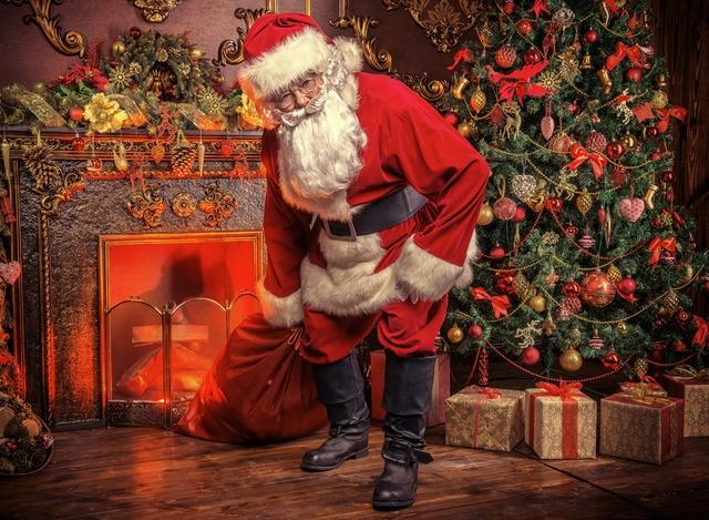 , Символы католического Рождества, В предвкушении праздника, Адвент-венок, Венок на дверях, Адвент-календарь, Рождественские чудеса и подарки, Санта Клаус, Носочки на камине, Дух Рождества, Рождественские носки, Елка, Помандеры, Рождественские предсказания, Омела, Рождественская звезда, Рождество 2021, Рождество 2022, Рождество 2023, как праздновать Рождество, как праздновать католическое Рождество, рождественские украшния, рождественские символы,