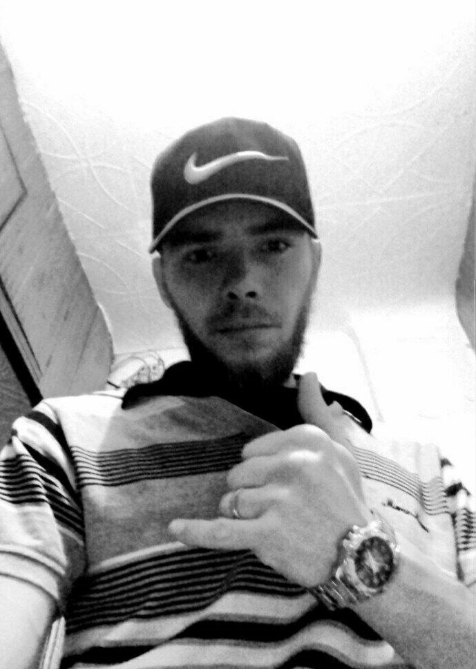 Muslim, 24, Karagay