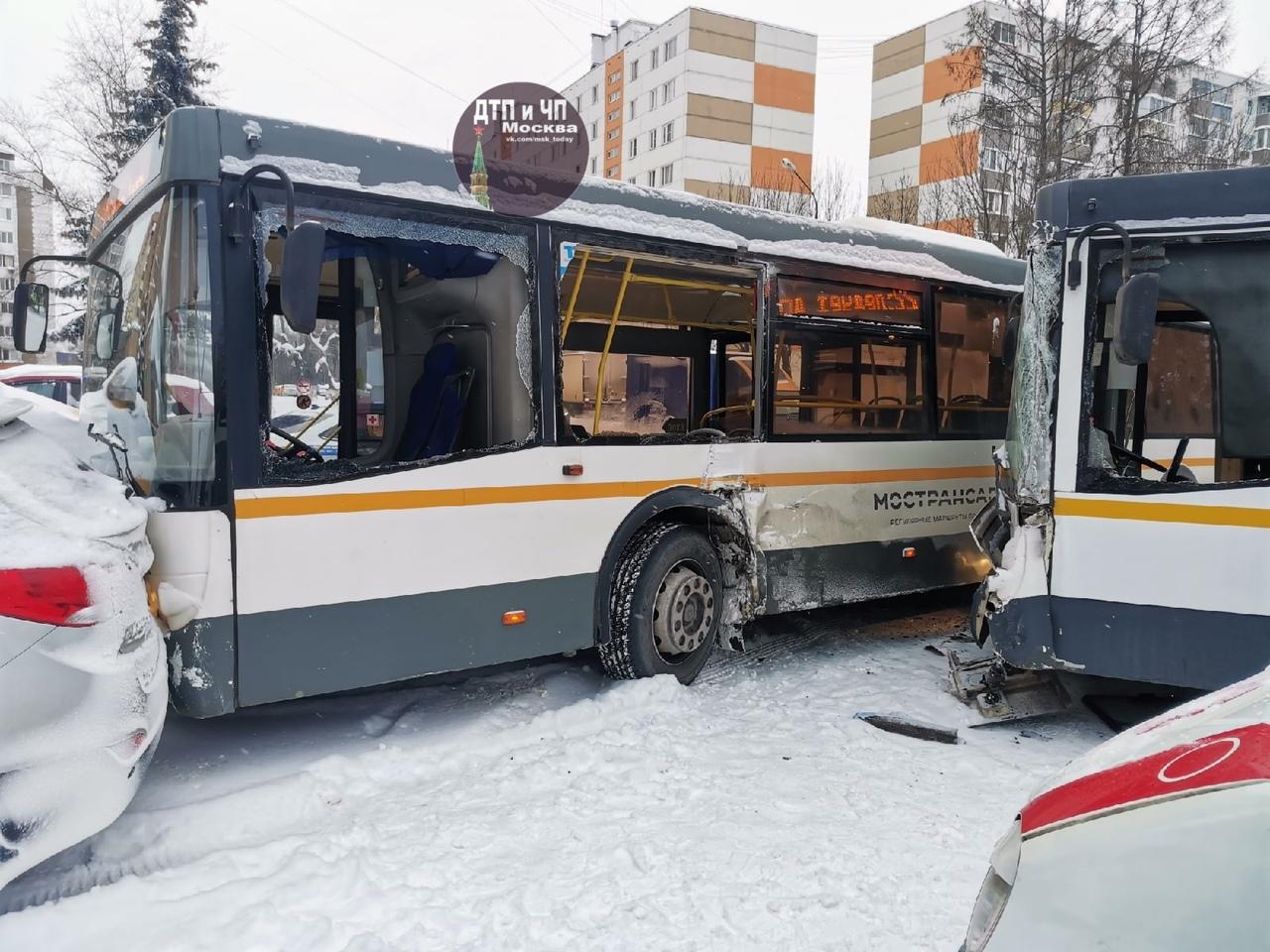 Ивантеевка. Из-за нечищеных дорог столкнулись 2 автобуса. Дорога перекрыта для автобусов 316, 40, 22...