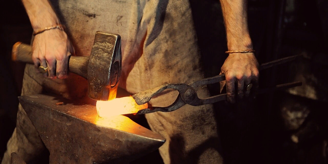 Сырцовая сталь — ковкая углеродистая сталь, отличающаяся от сварочного железа тем, что ее можно упрочнять закалкой.