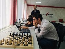 Шахматисты первыми вступили в бой