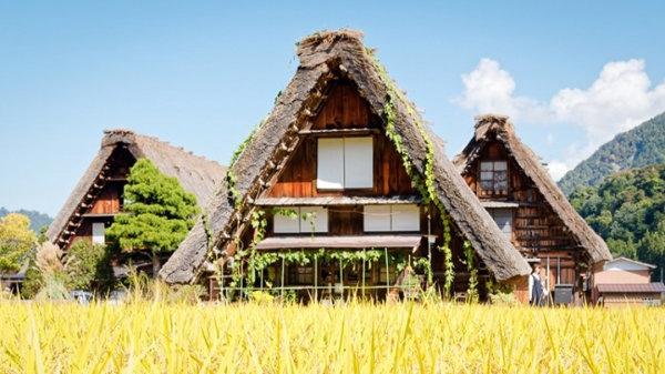 Традиционный фермерский дом в стиле Гассё, Япония. Фото Аарона Полсона