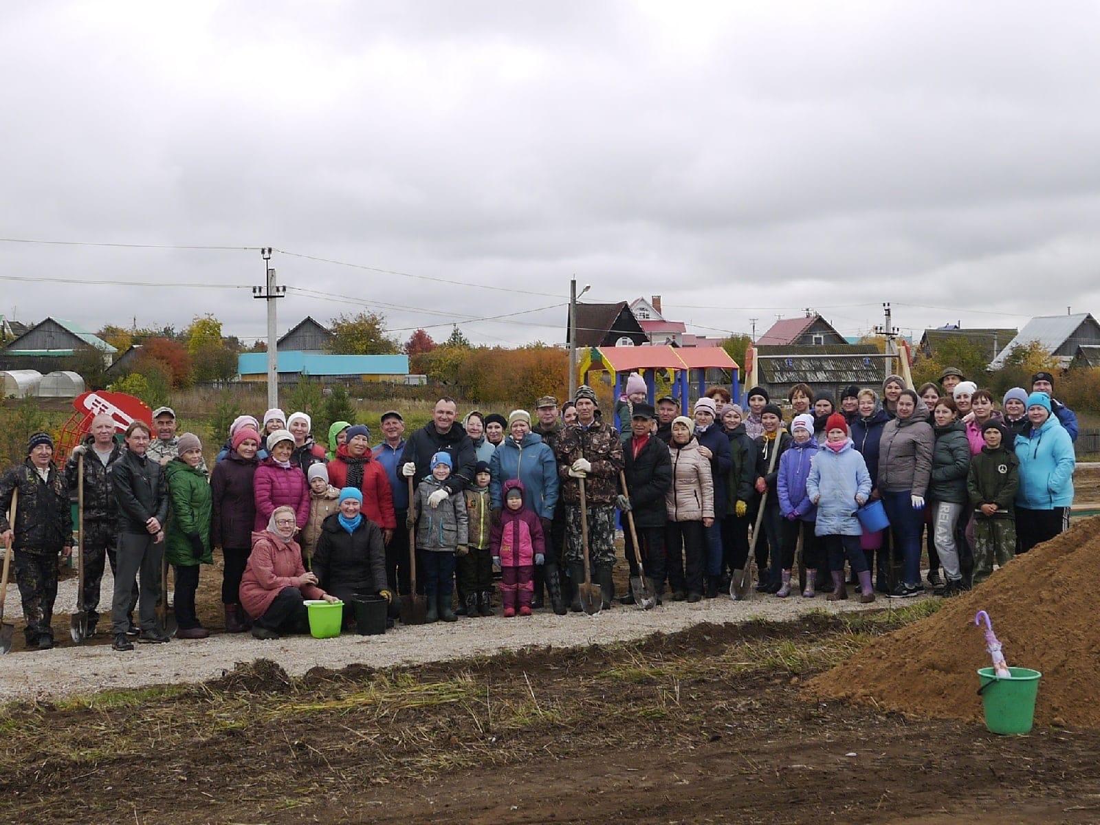 Жители Вавожа решили провести день с пользой для села