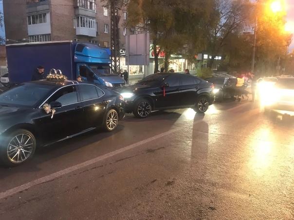 Полицейские остановили свадебный кортеж в Тольятти...