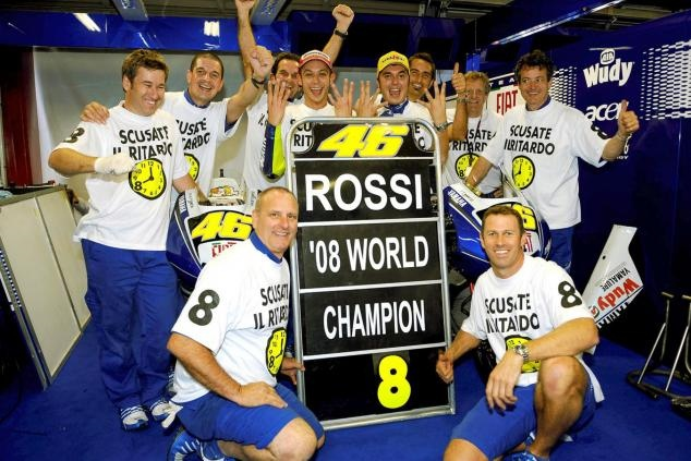 Валентино Росси исполнилось 42 года