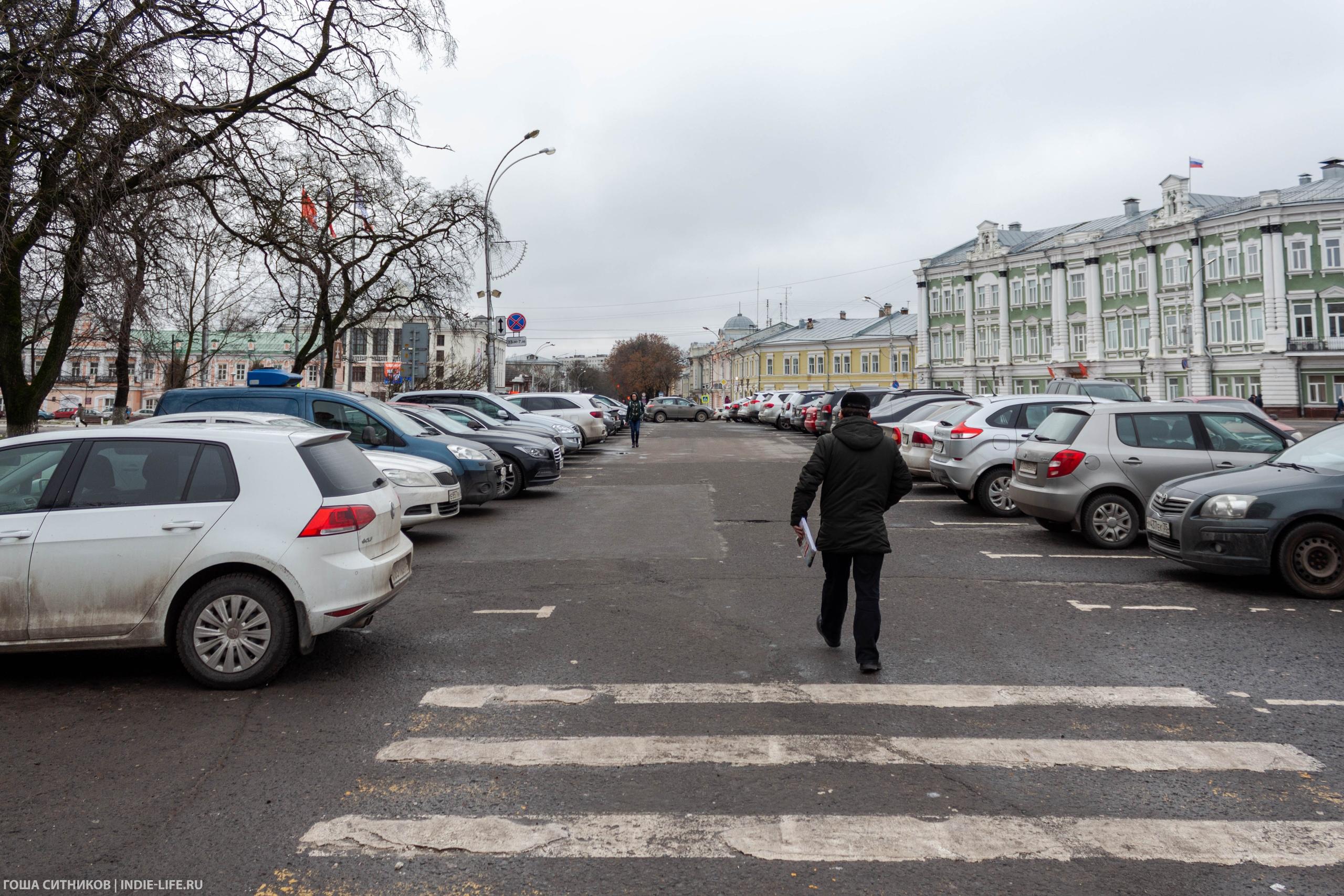 Парковка в центре Вологды