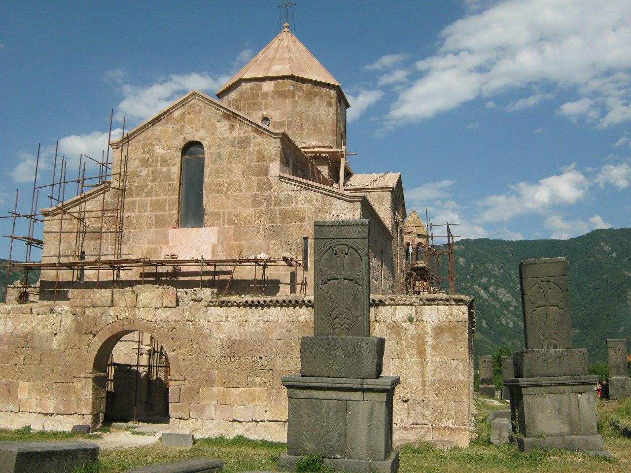 Церковь Одзун, древние хачкары