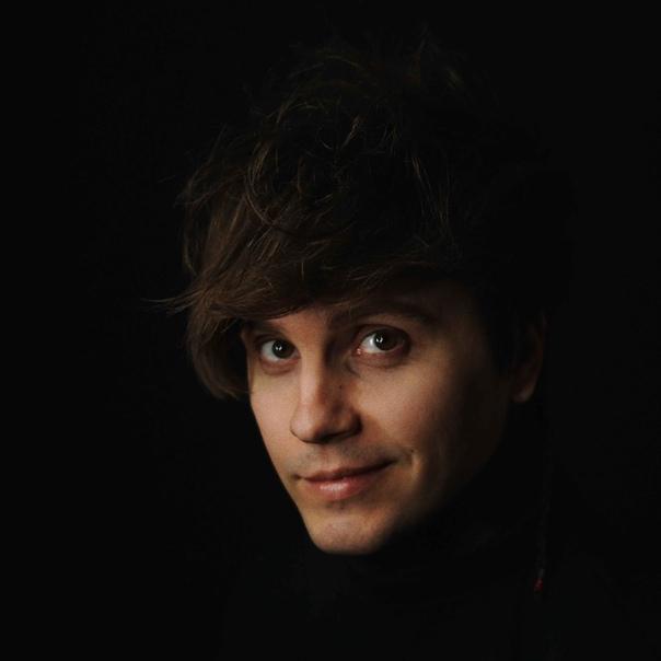 Александр Бон, певец, финалист шоу «Голос»